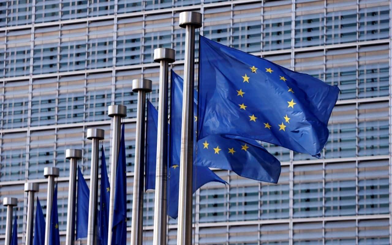 European_Union_flags-xlarge_trans_NvBQzQNjv4Bq-IWLY18X4-CzgyIcjLEAj2aqfrRKTrZ7ljYtWYbAj_I